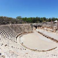 Ύβρις και ντροπή στο κατεχόμενο αμφιθέατρο της Σαλαμίνας
